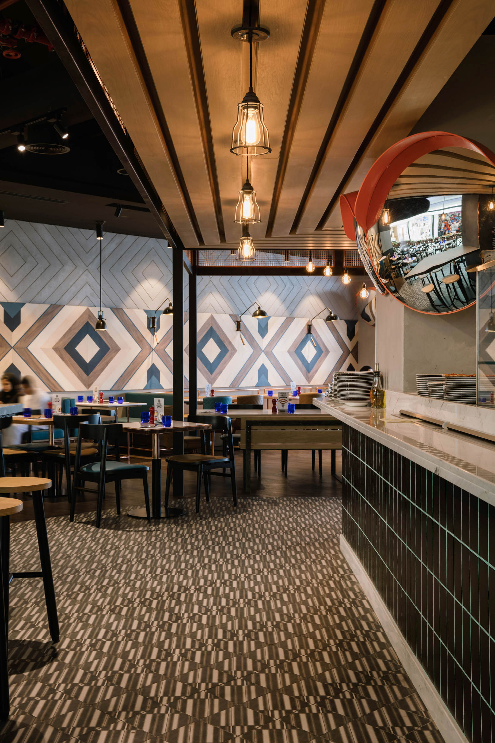 PizzaExpress-Luxury Interior Design Dubai